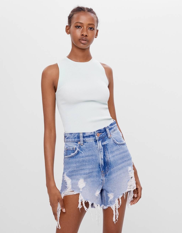 Jeansshorts mit Rissen