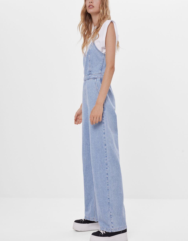 Jeans-Latzhose mit weitem Bein