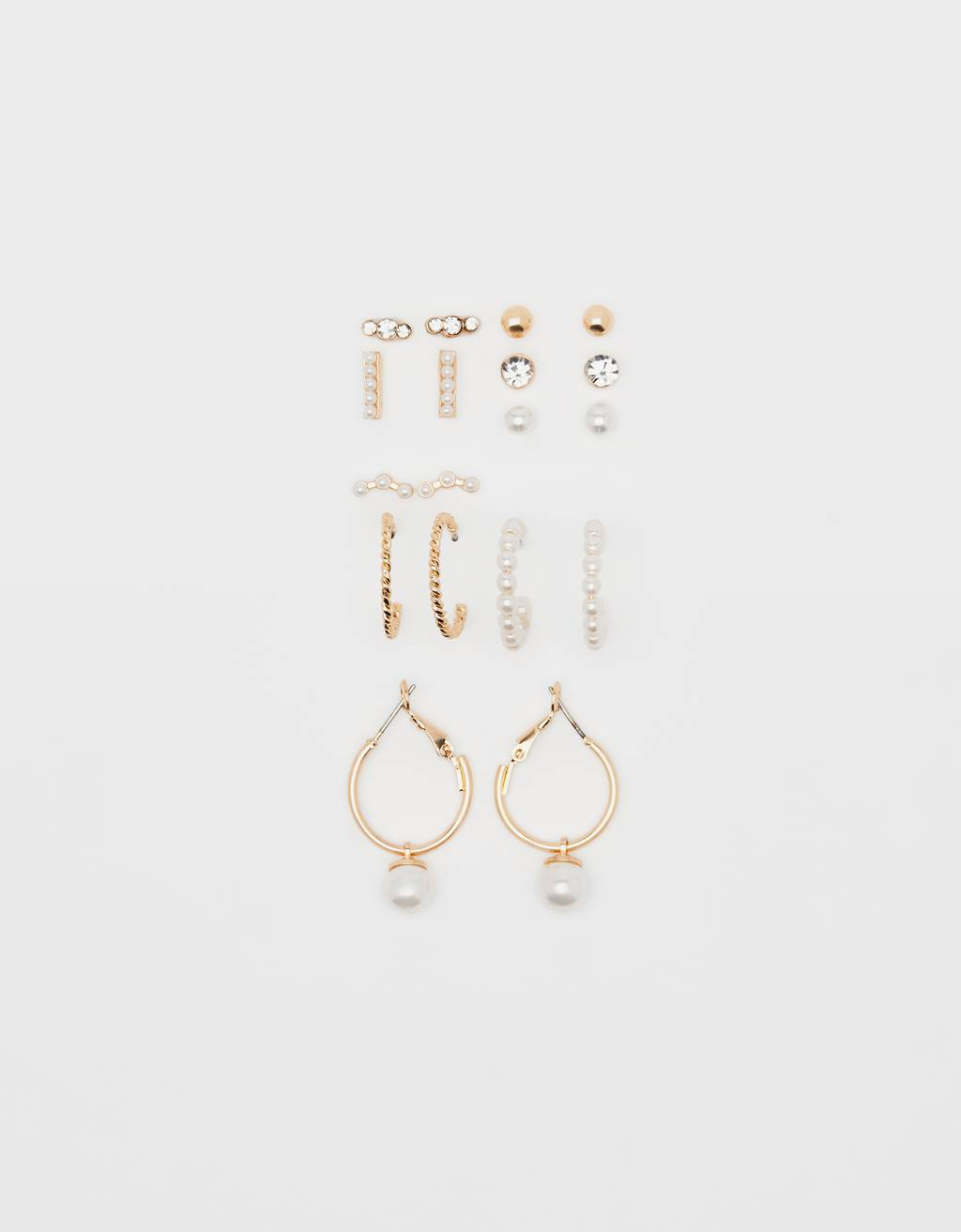 Set of pearl bead earrings
