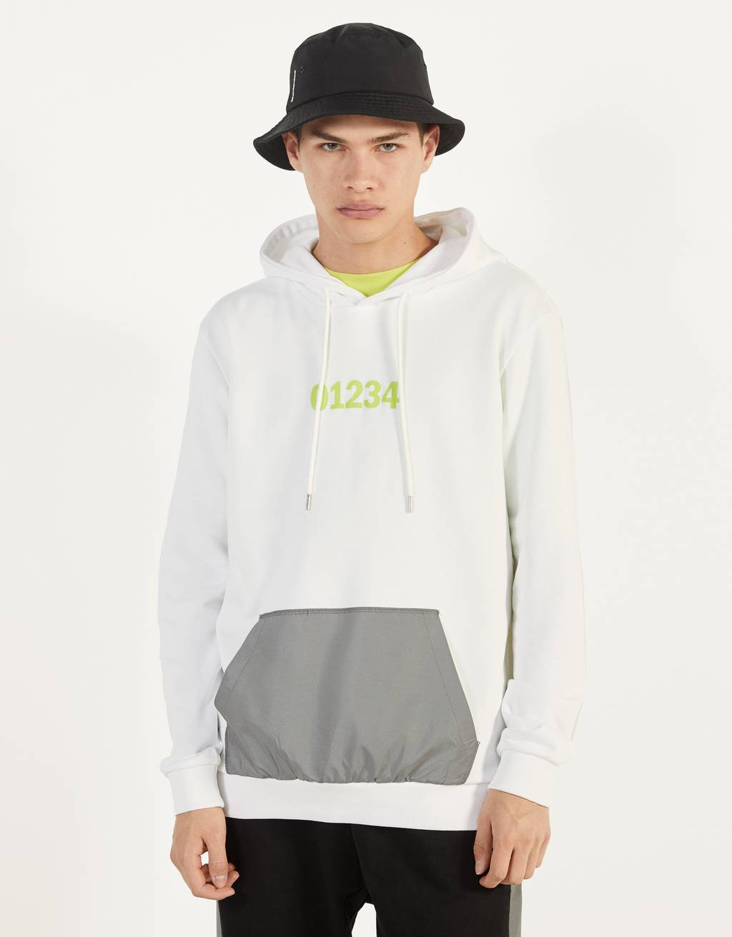 Hoodie with a reflective pocket