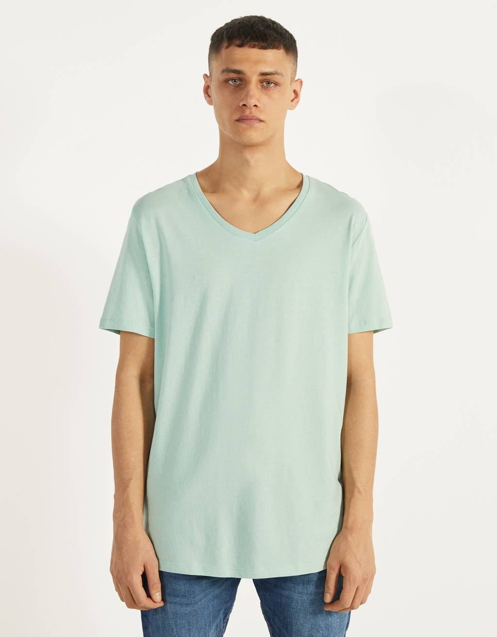 Camiseta con cuello en pico