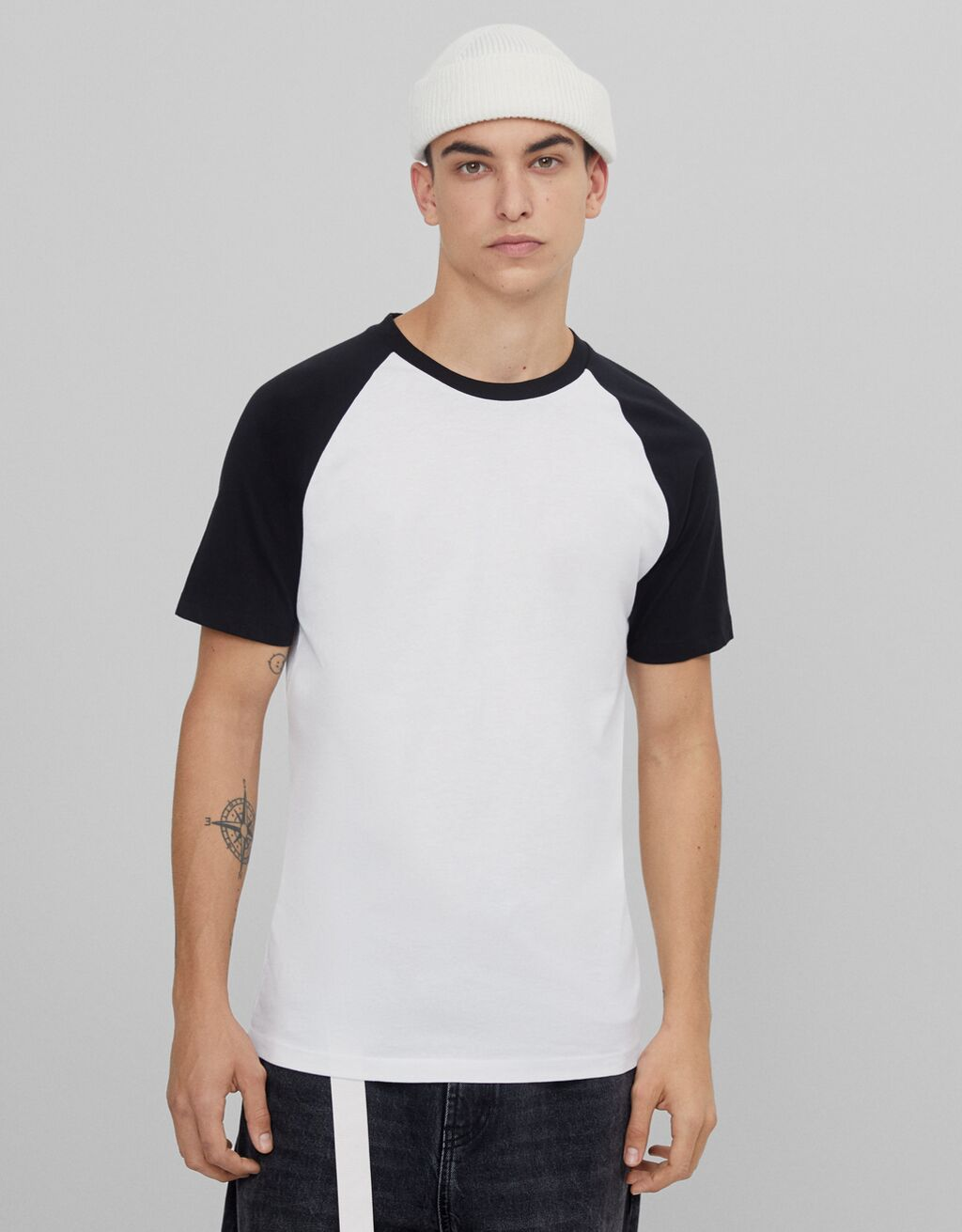 T-shirt with raglan sleeves