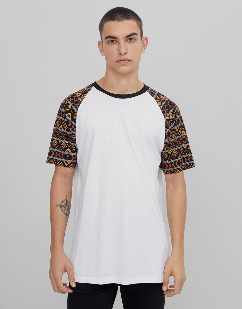 T-shirt with raglan sleeves