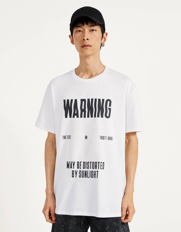 T-shirt imprimé réagissant aux UV