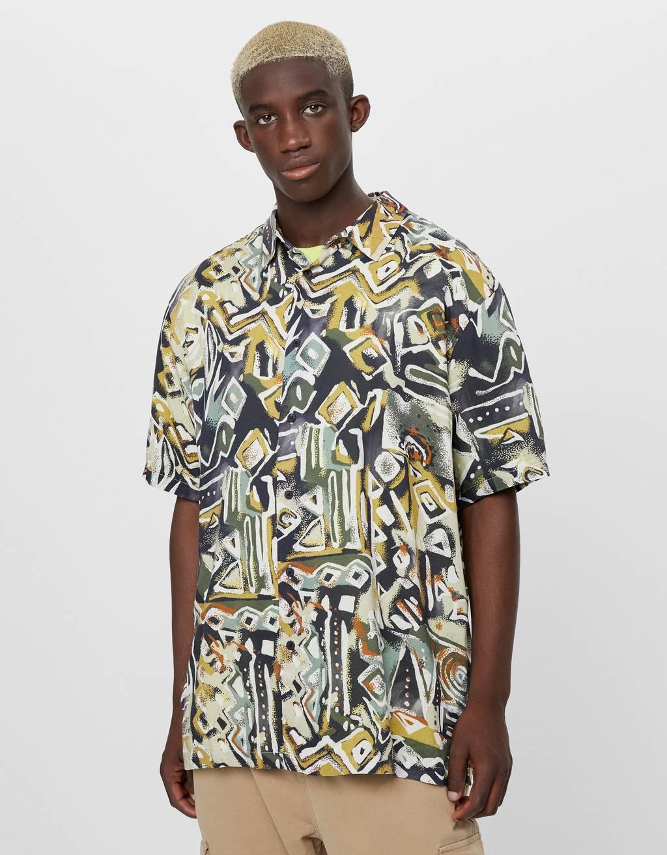 Skjorta med geometriskt mönster