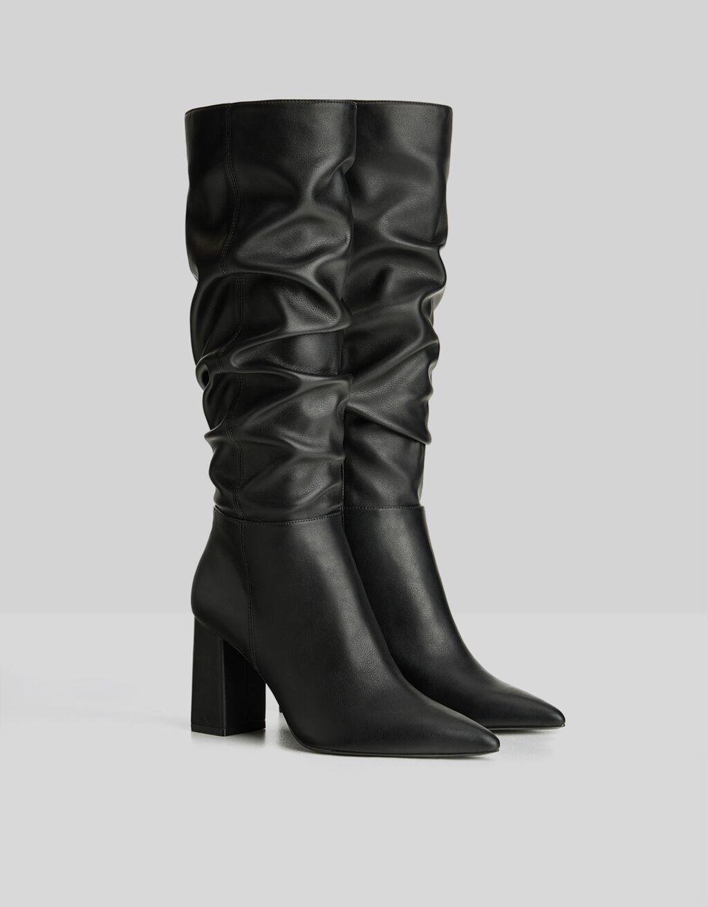 Stivali arricciati con tacco