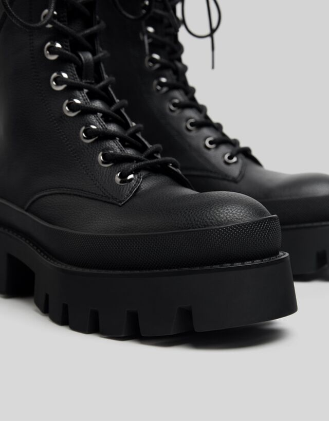 Lace-up ankle boots with XL track