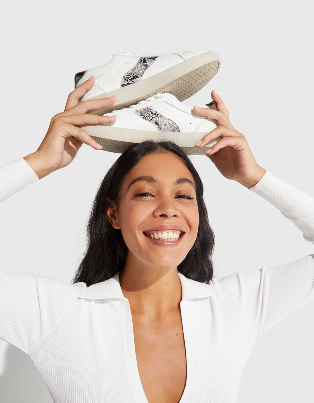 Plateau-Sneaker mit Prägung und Tierprint-Detail - Schuhe - Damen