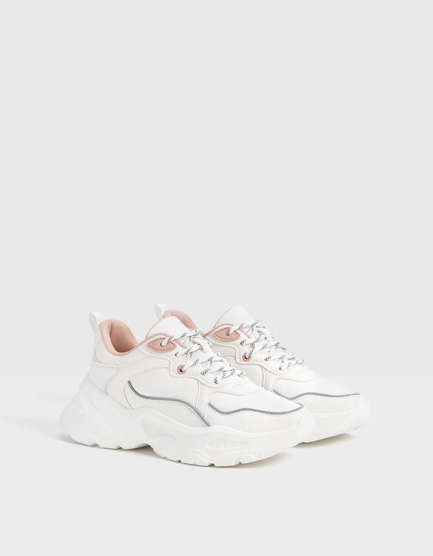 Sneakers incise con dettaglio rifrangente