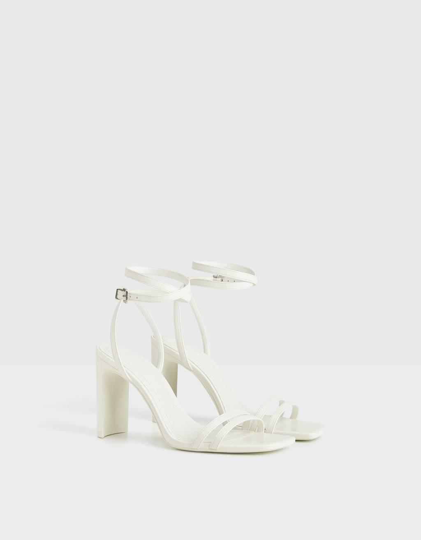 Sandali con tacco e fascetta doppia sulla caviglia