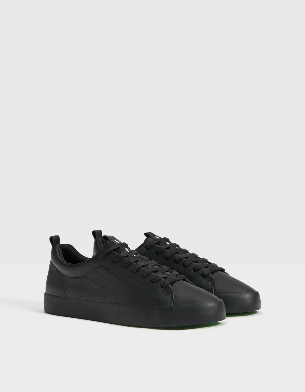 Men's trainers with neon detail