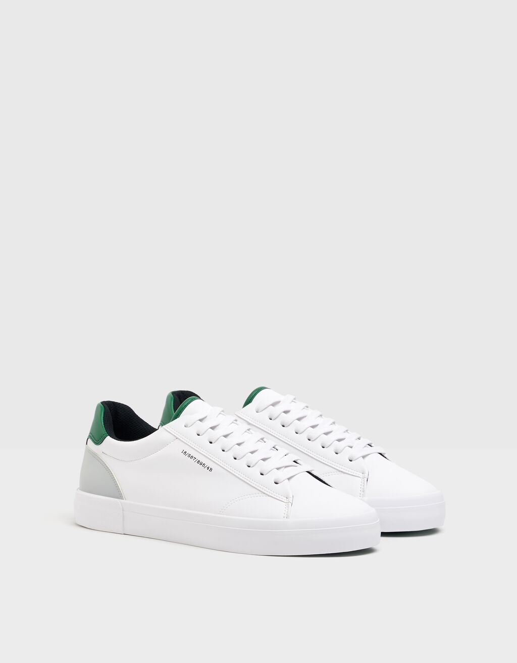 Men's trainers with coloured heel detail