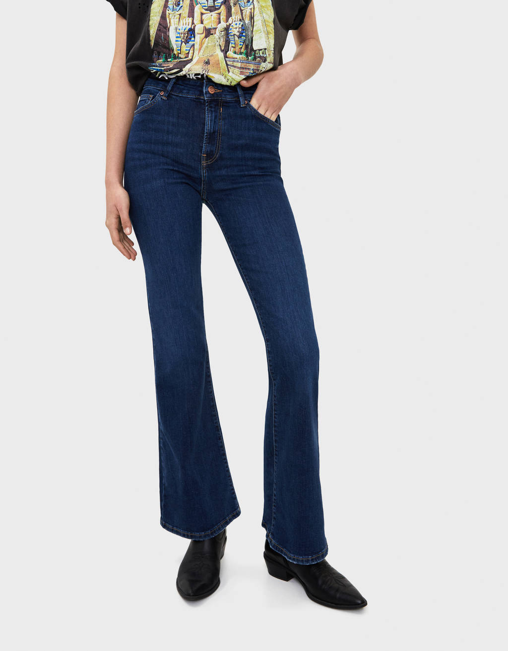 Flared fit jeans