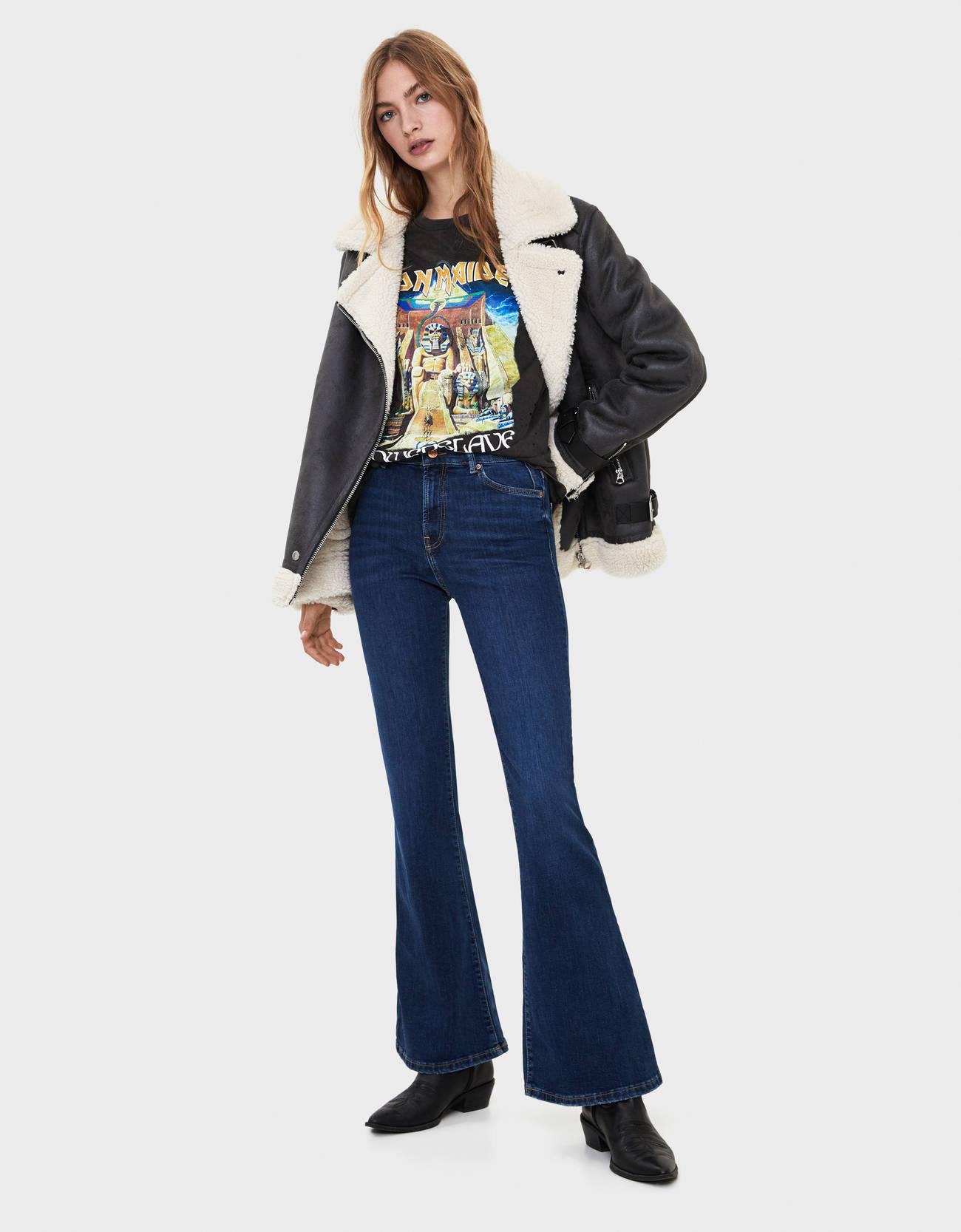 Расклешенные джинсы Морской Bershka