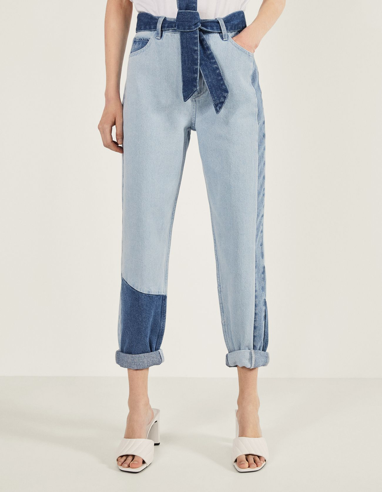 Jeans Mom Fit con contrastes