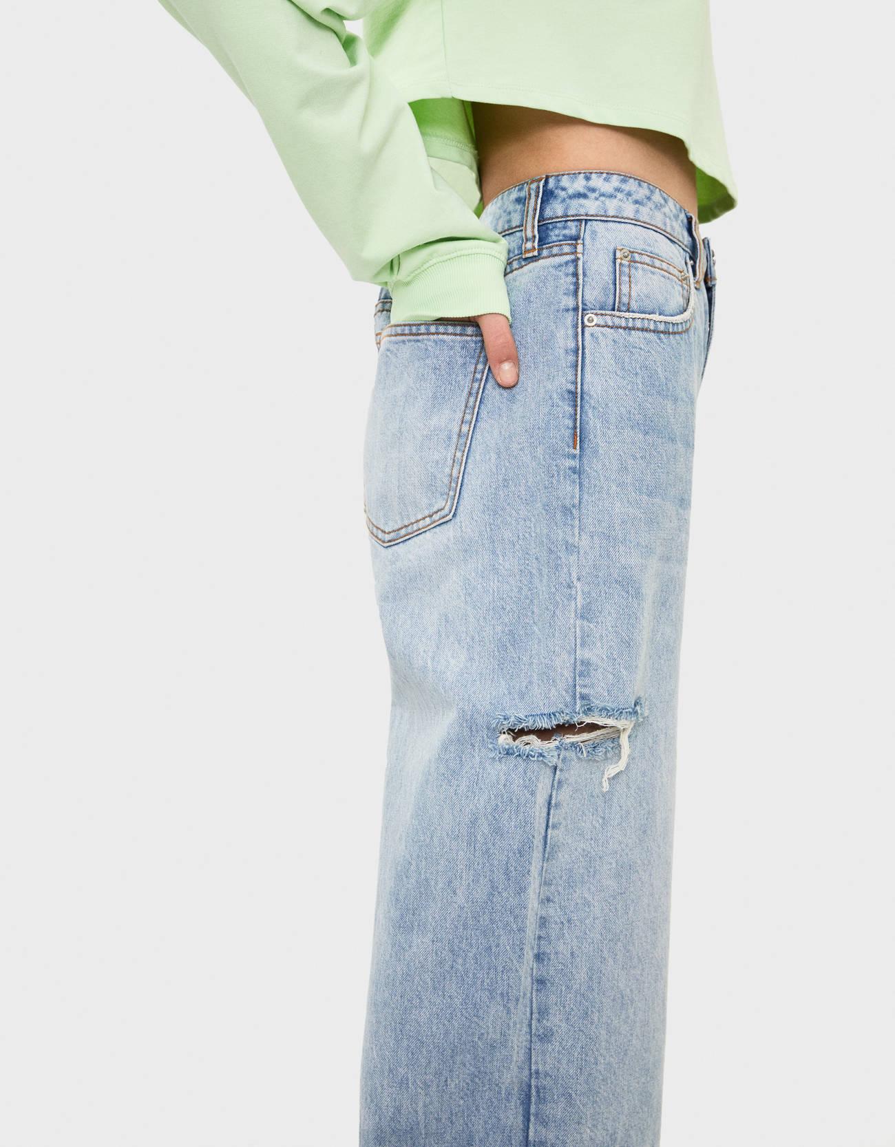 Широкие джинсы с разрезами Синий застиранный Bershka