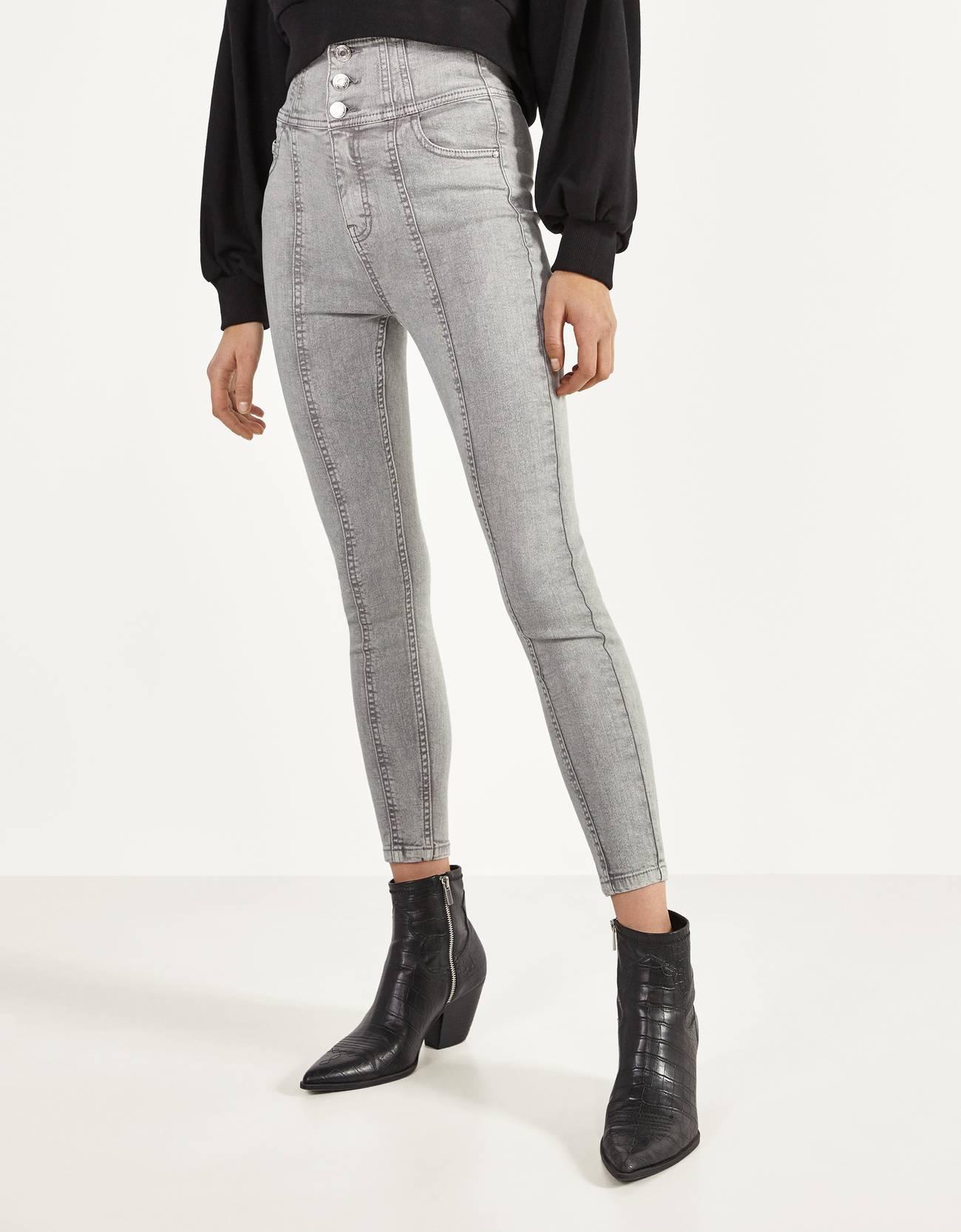 Skinny trousers with a cummerbund waist.