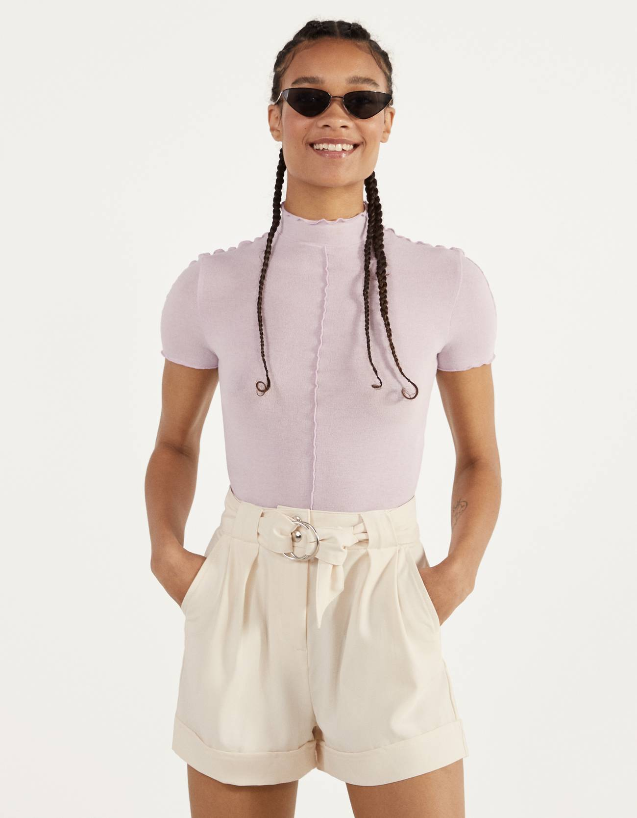 Shorts with a belt and turn-up hems