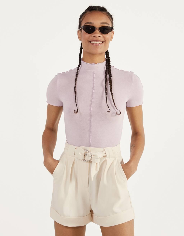 Shorts mit Gürtel und umgeschlagenem Saum