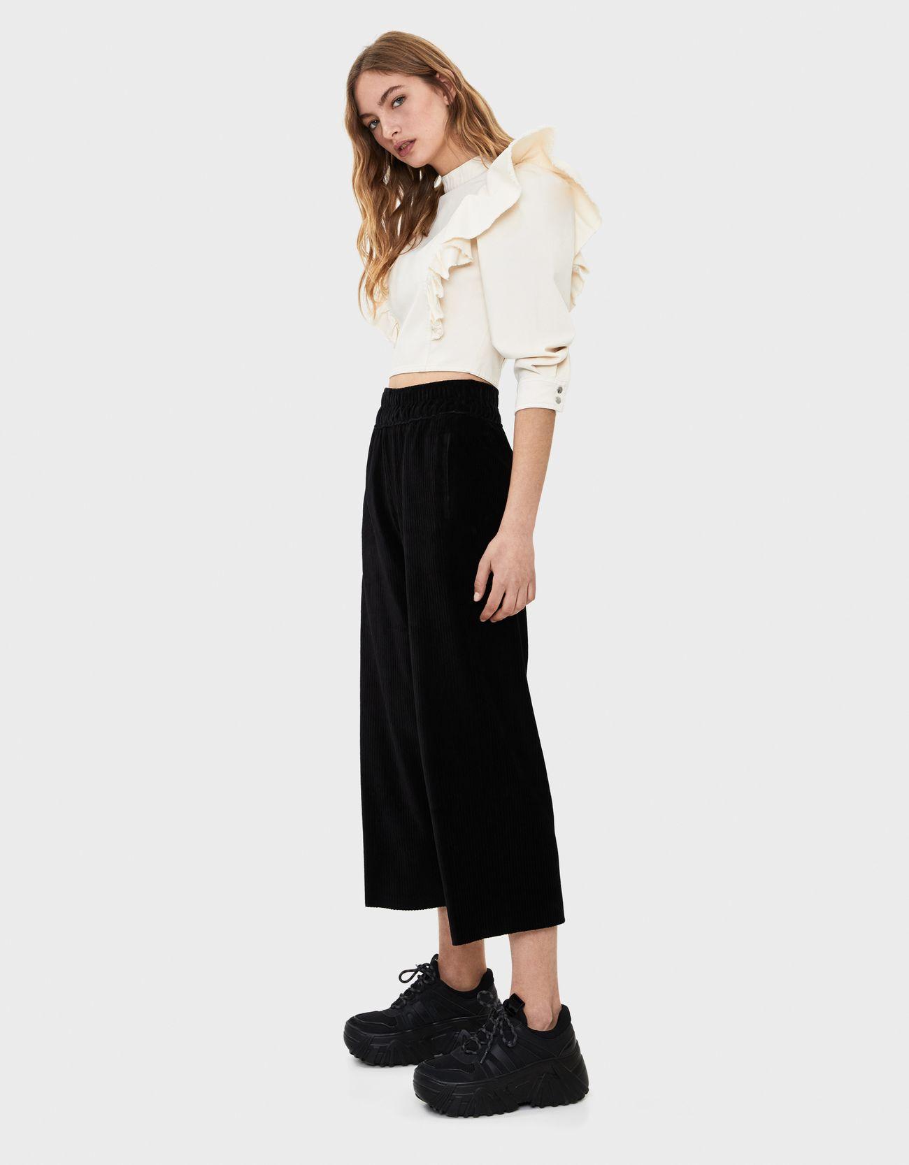 Широкие брюки из вельвета Черный Bershka
