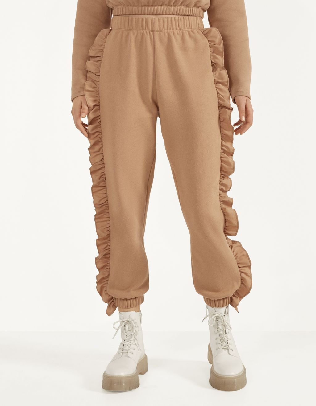 Ruffled jogging trousers