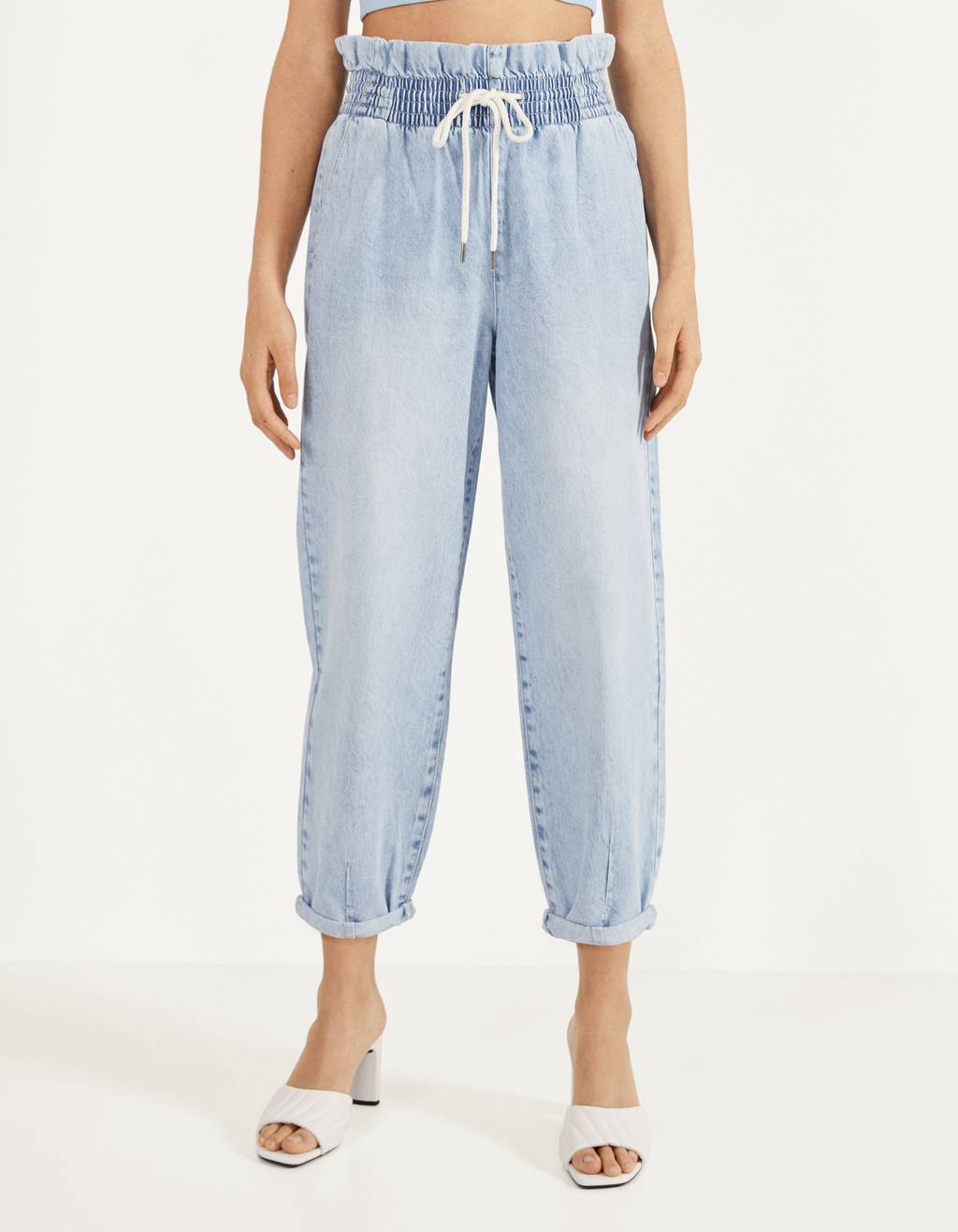 Balloon Fit jeans with an elastic waistband