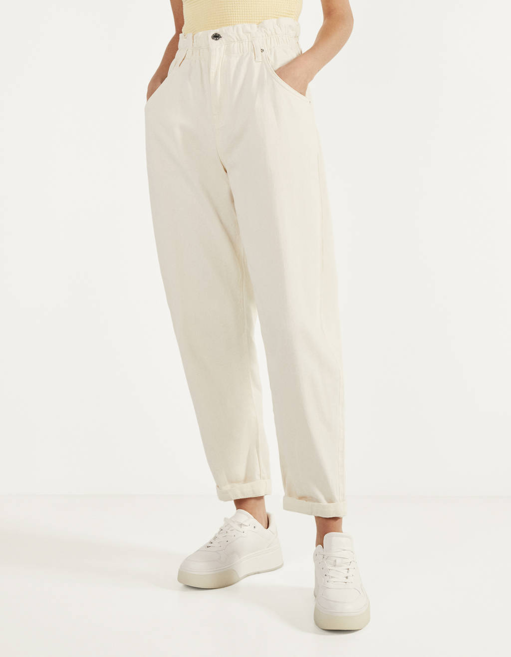 Slouchy trousers with an elastic waistband