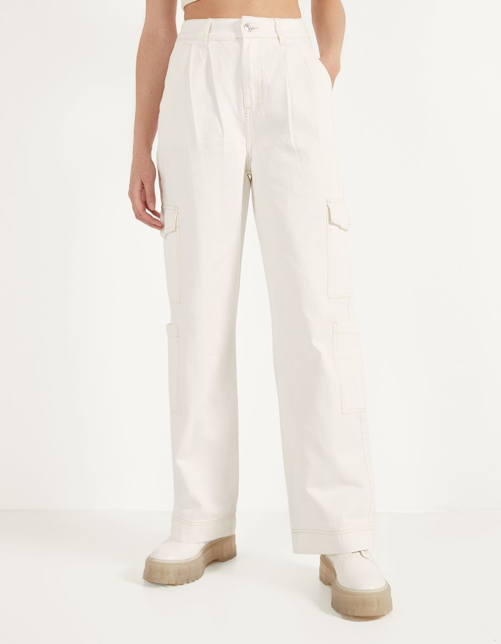 Wide-leg cargo trousers