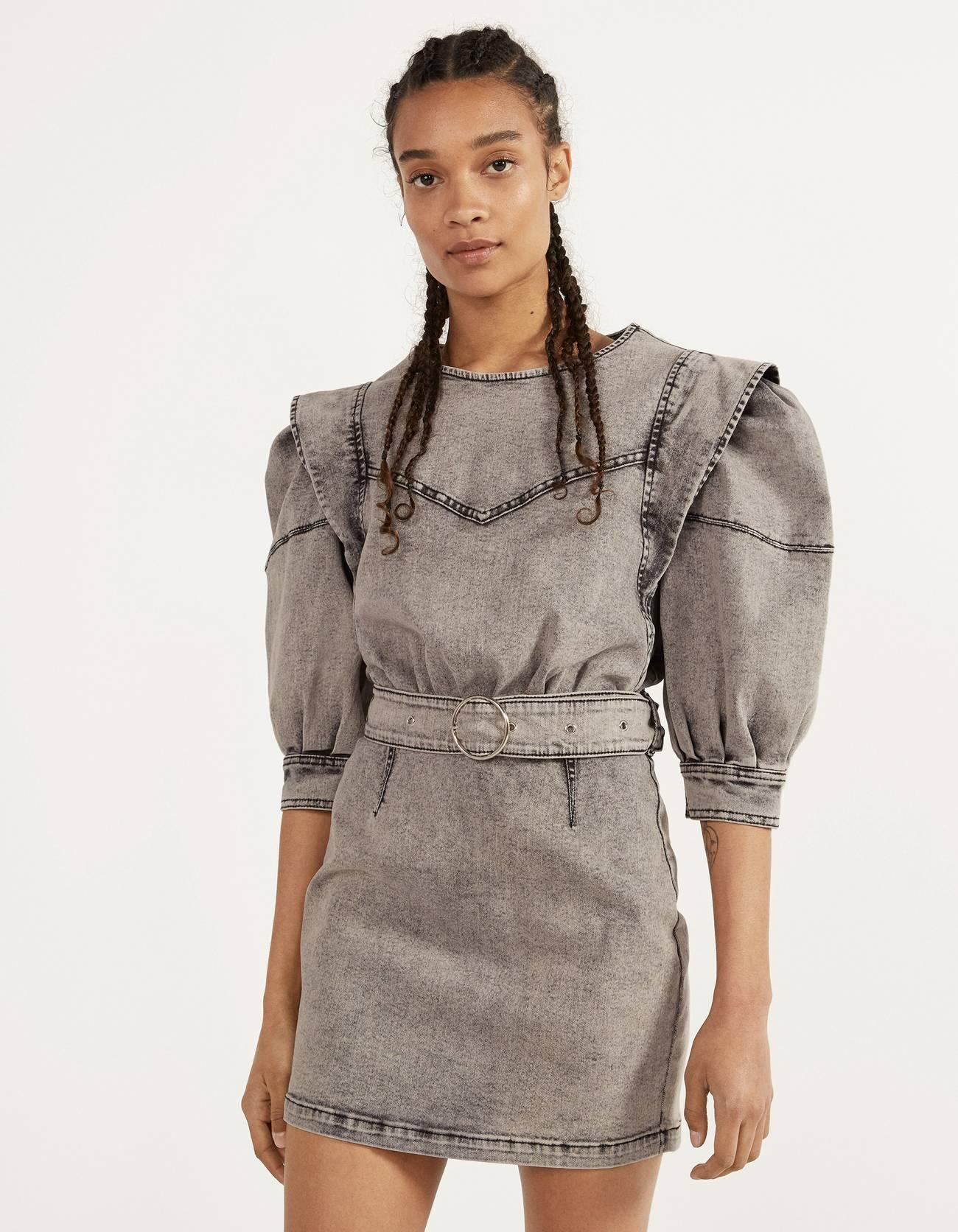 Джинсовое платье объемного кроя Серый Bershka