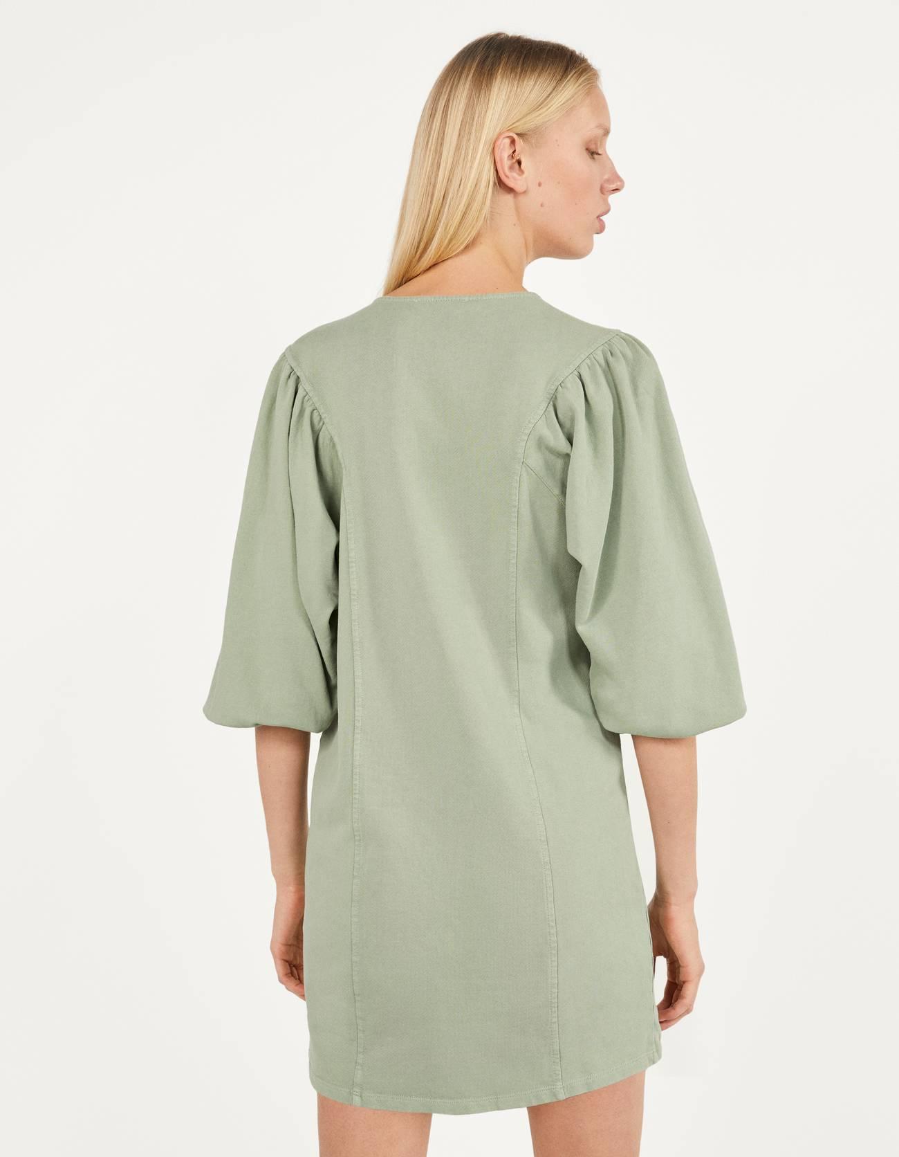 Платье из мягкой ткани с объемными рукавами ЗЕЛЕНЫЙ Bershka