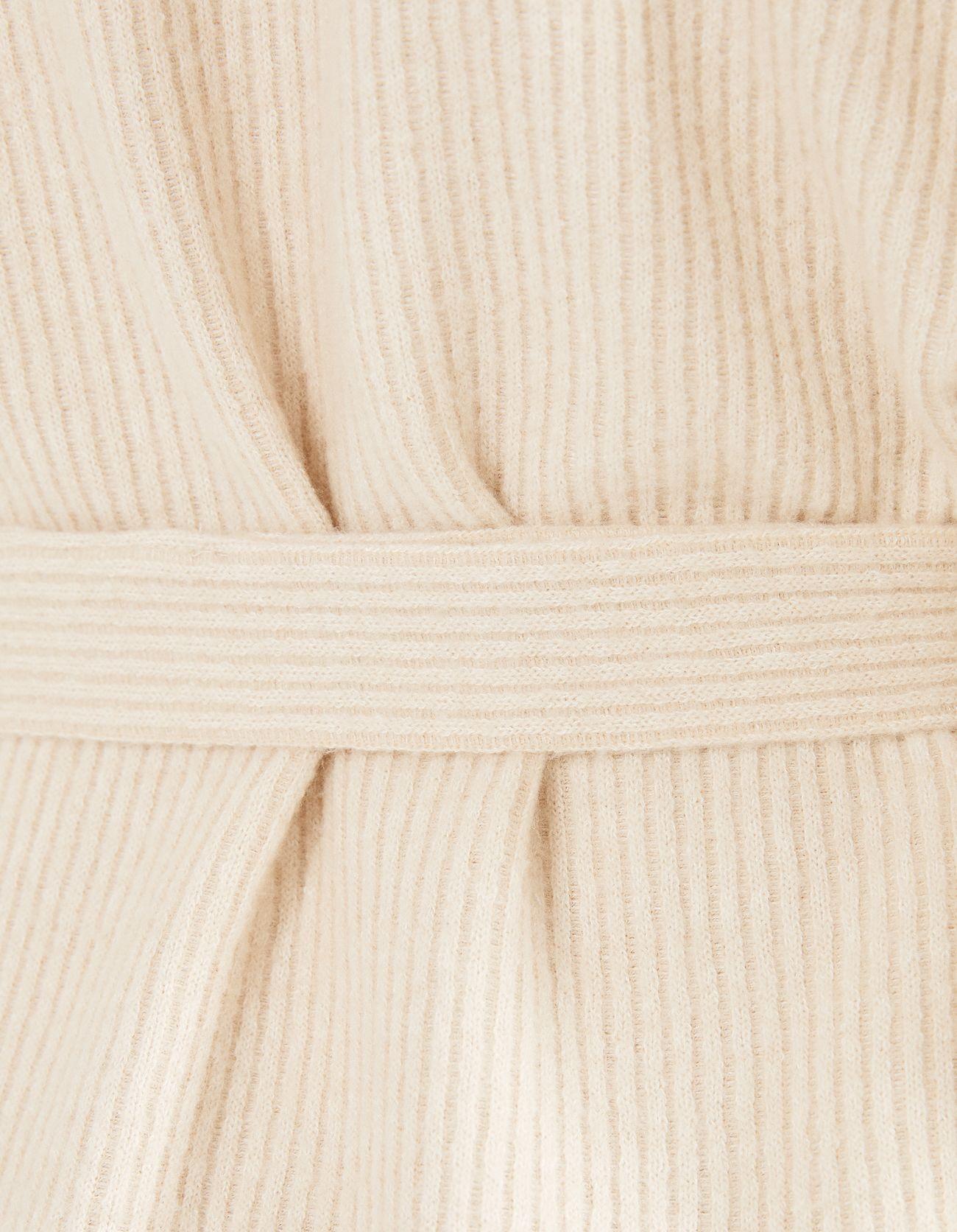 Платье в рубчик с поясом БЕЖЕВЫЙ Bershka