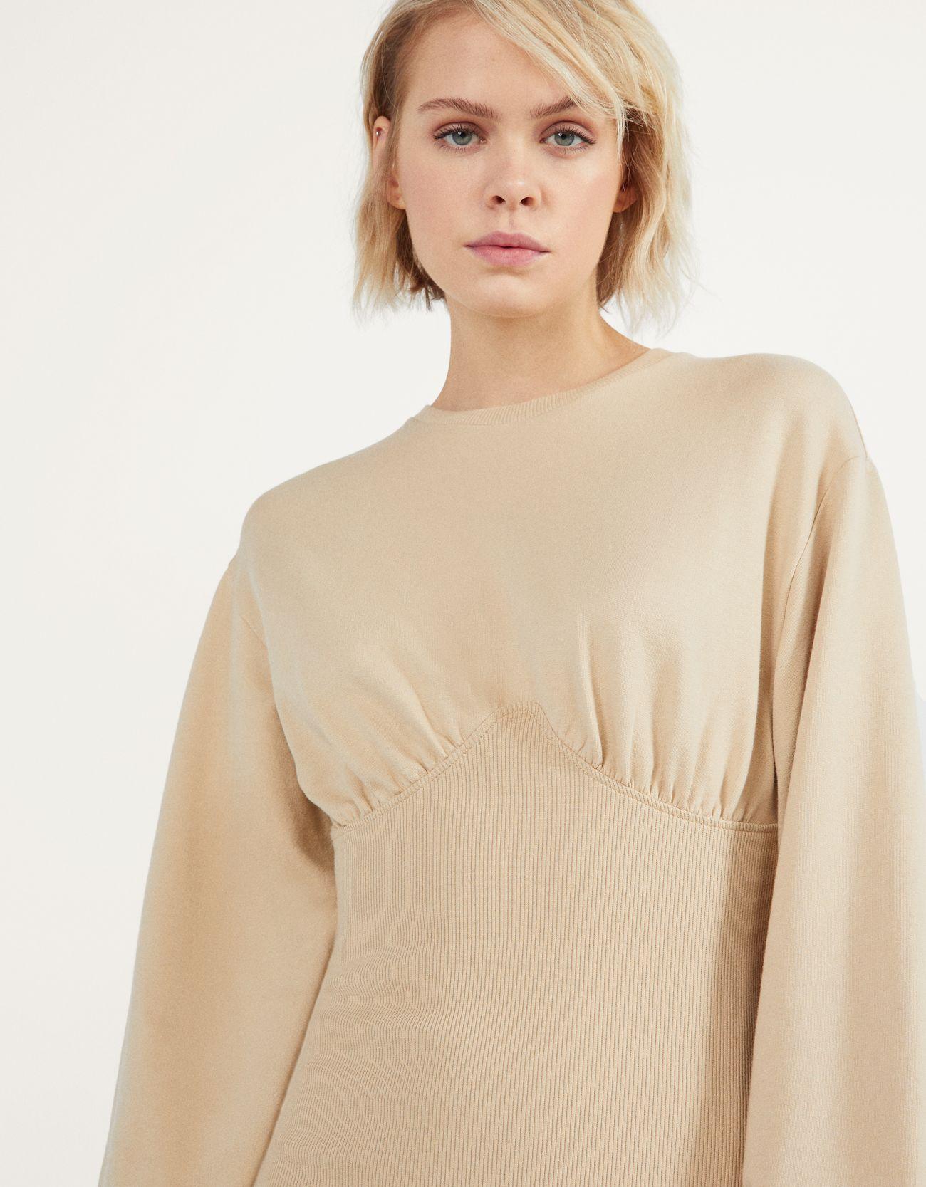 Платье облегающего кроя из мягкой ткани Верблюжий Bershka