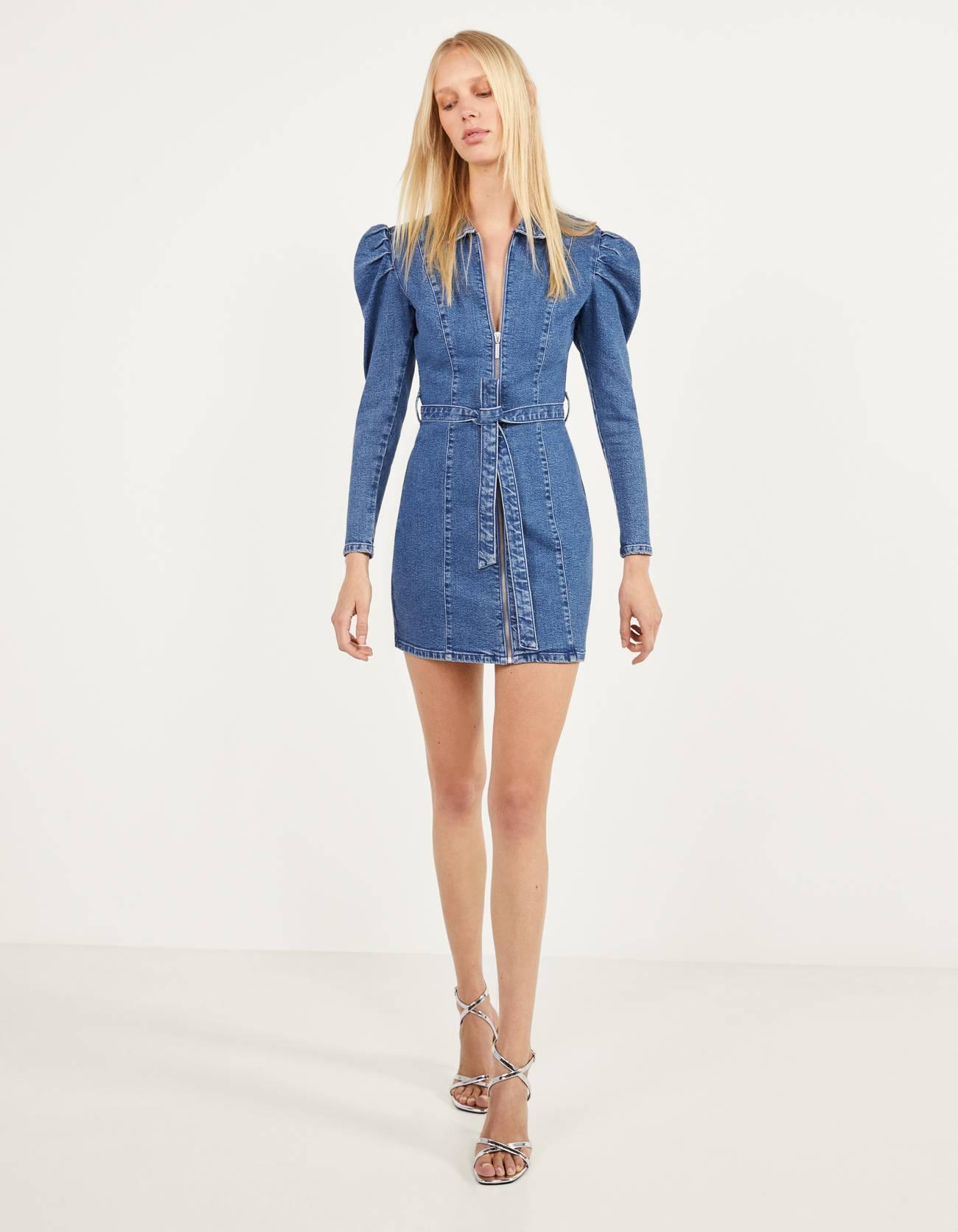 Джинсовое платье с молнией Синий застиранный Bershka