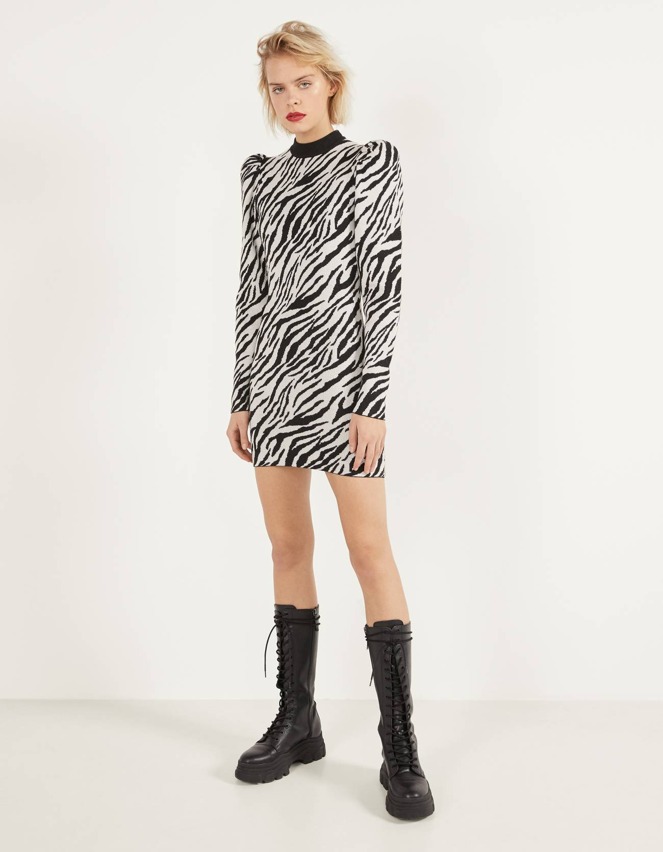 Платье с принтом «зебра» ЧЕРНЫЙ Bershka