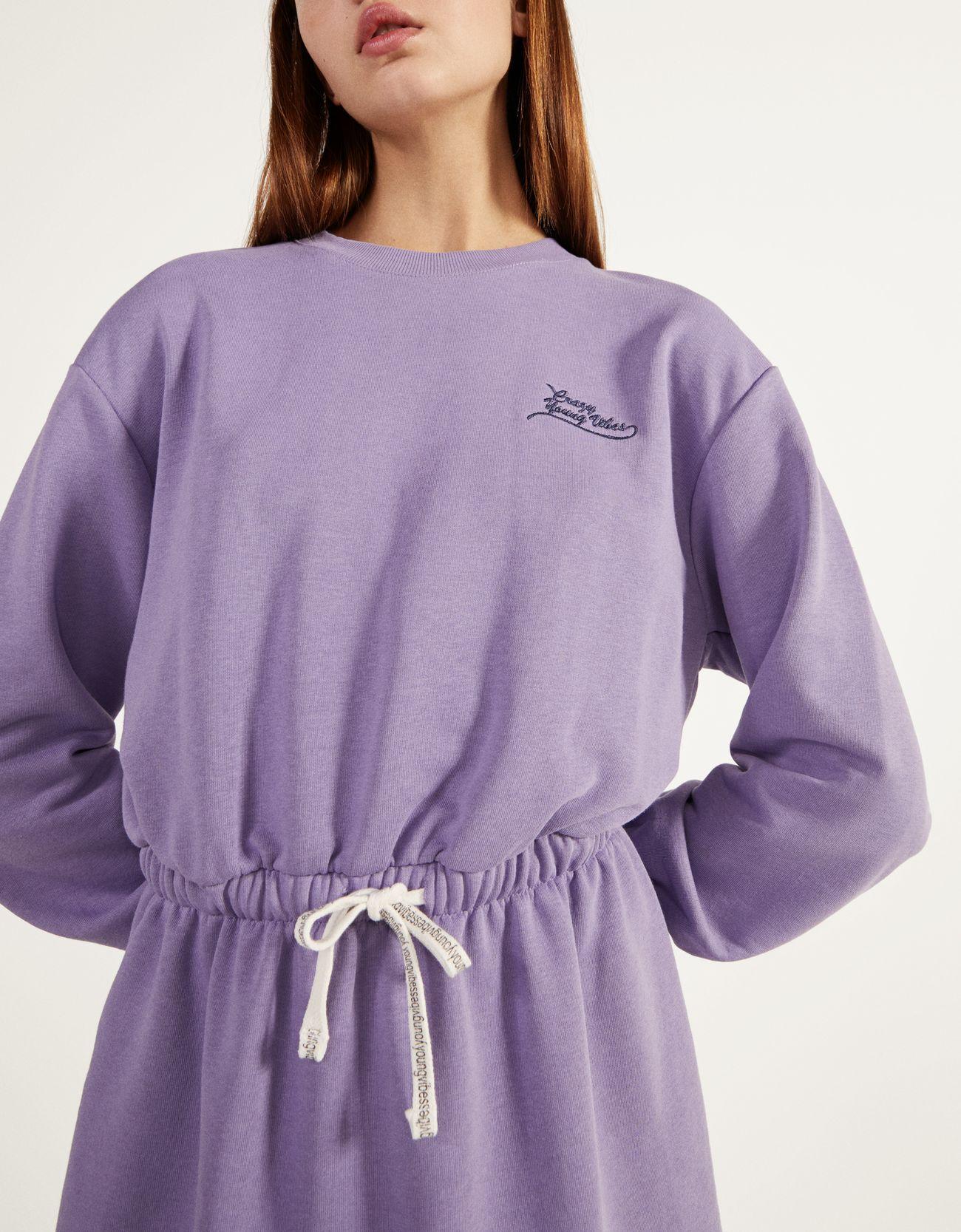 Платье из мягкой ткани со сборкой на талии Фиолетовый Bershka
