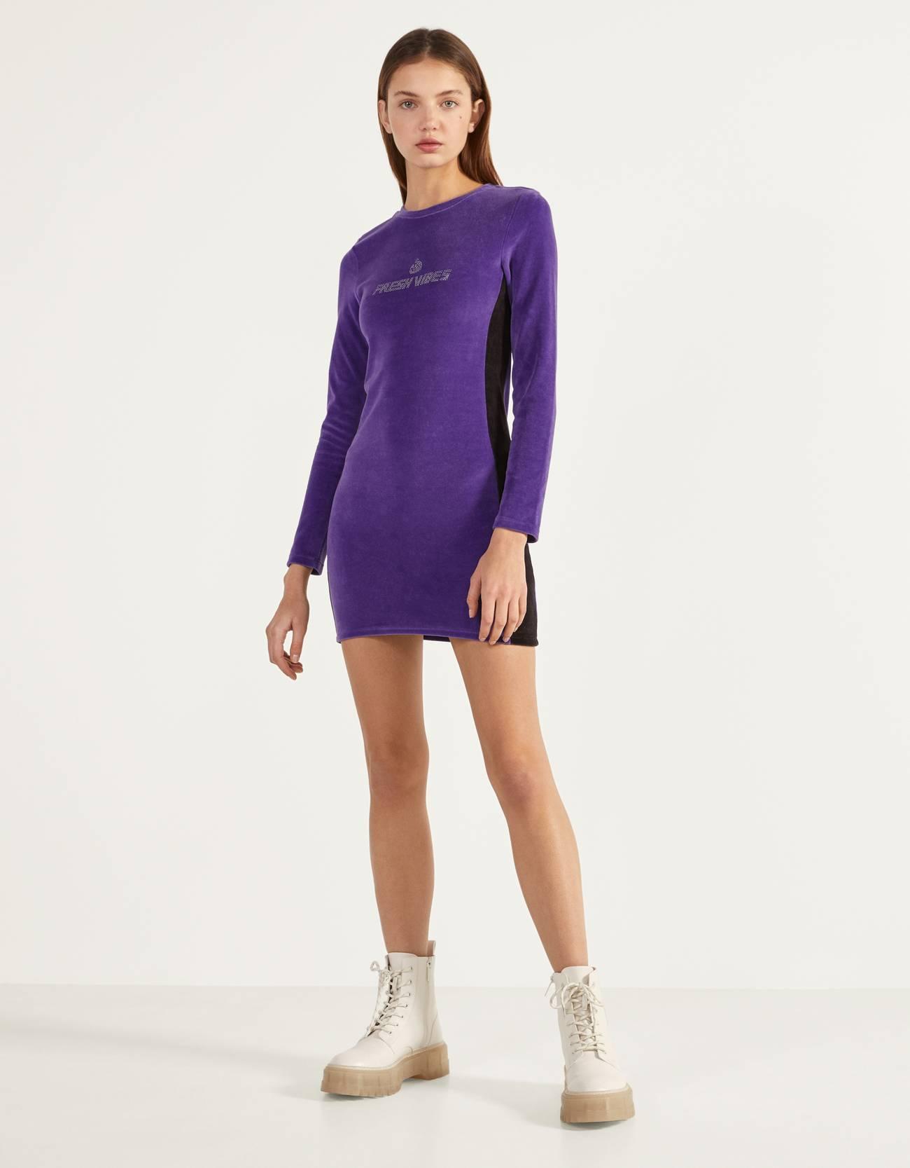 Короткое платье из бархата Фиолетовый Bershka