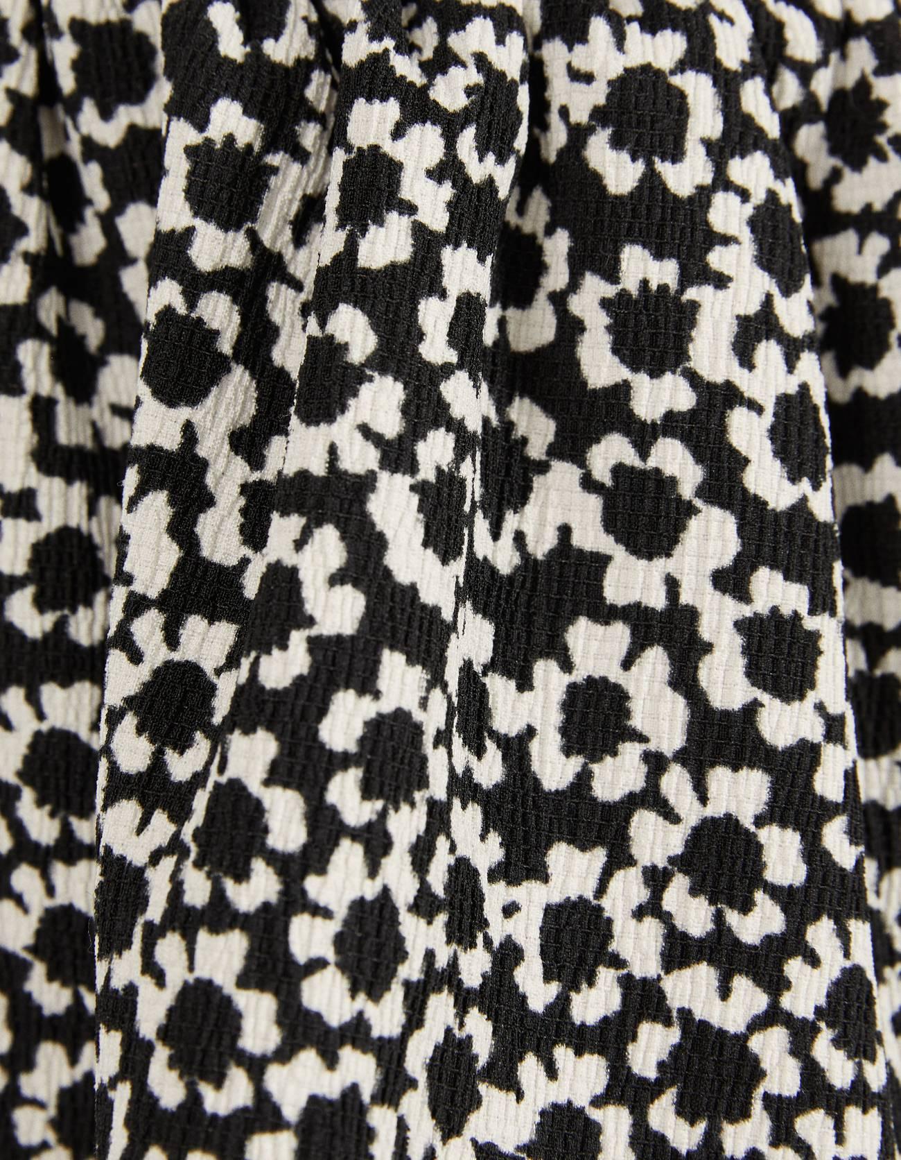 Платье с цветочным принтом и воланами Белый/Черный Bershka