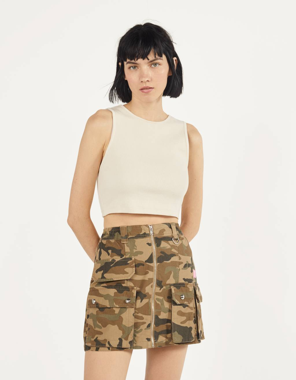 Short cargo skirt with zipper detail