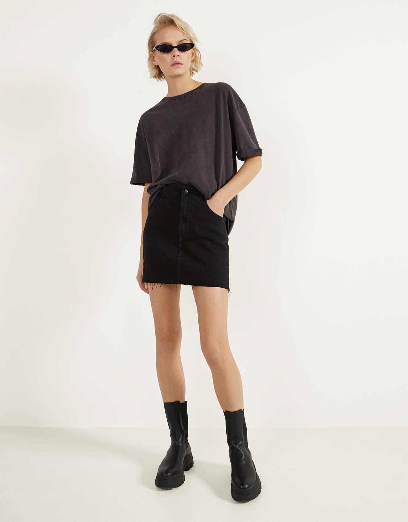 Короткая джинсовая юбка ЧЕРНЫЙ Bershka