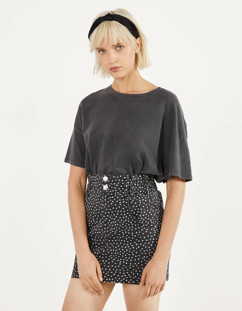 Trumpas popierinio maišelio formos sijonas