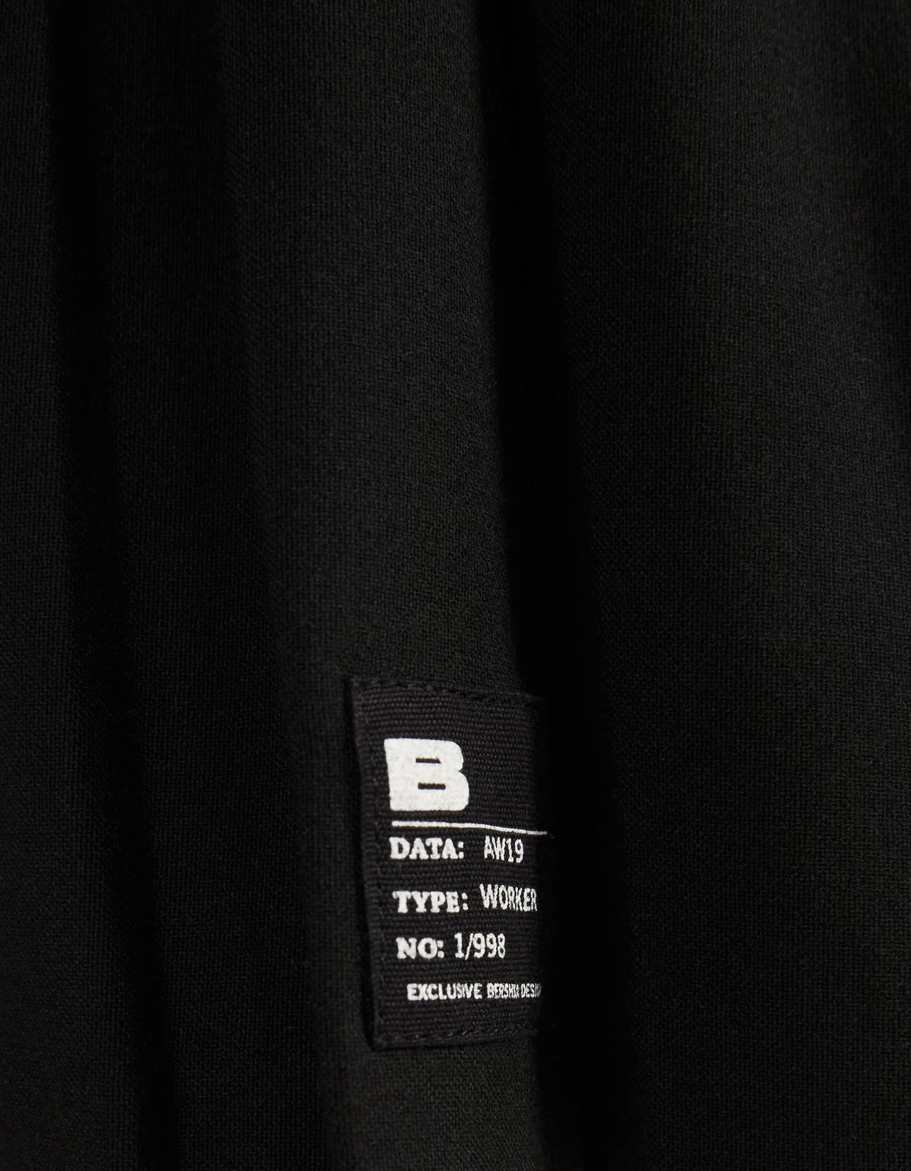 Мини-юбка с плиссировкой ЧЕРНЫЙ Bershka