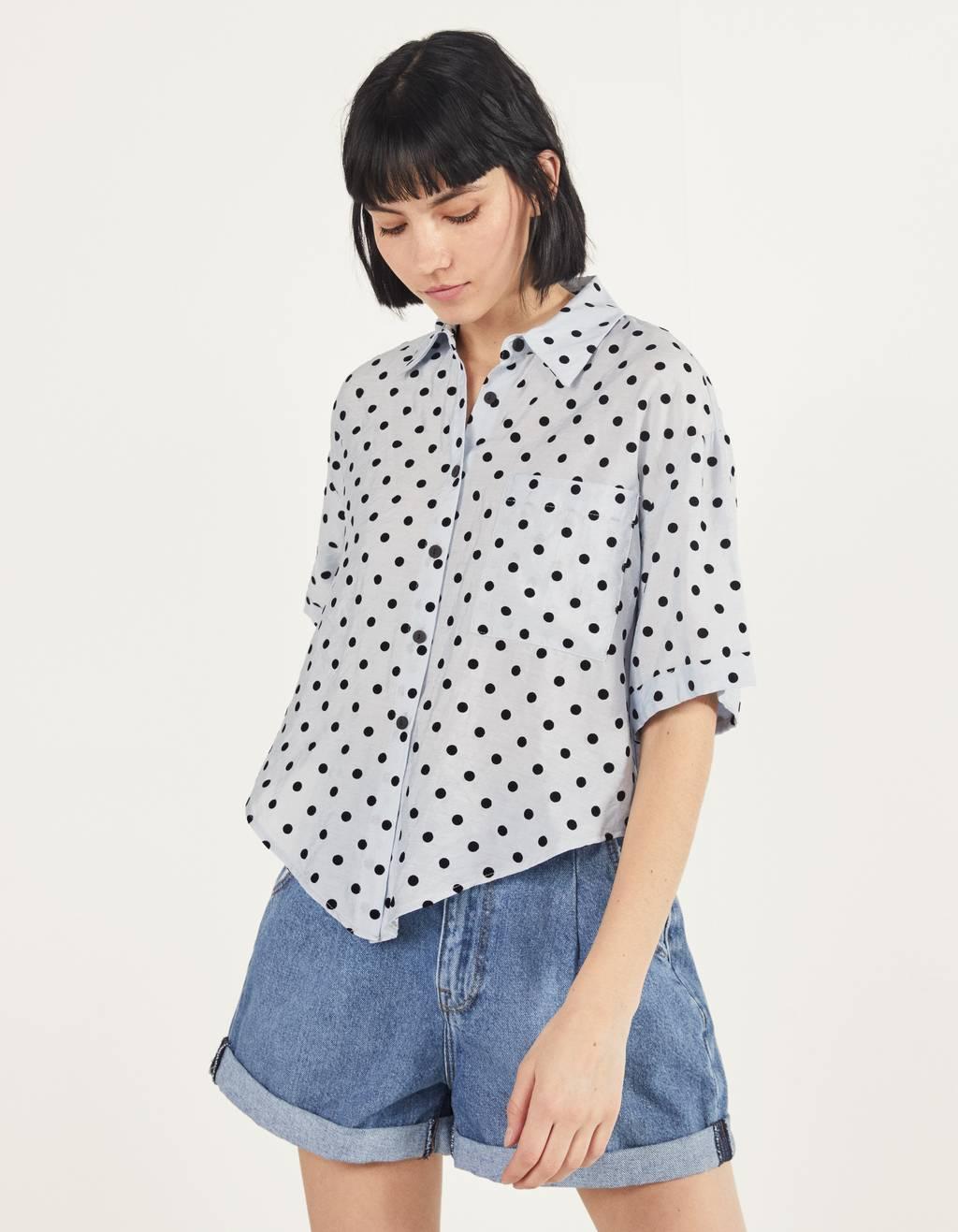 Skjorta med knut framtill