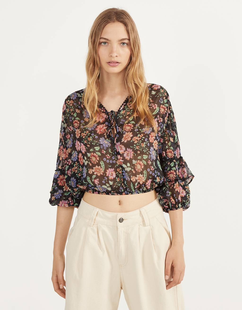 Blouse with ruffled sleeves