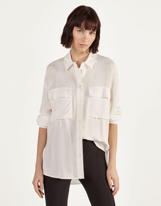 Langes Hemd mit Schlitzen