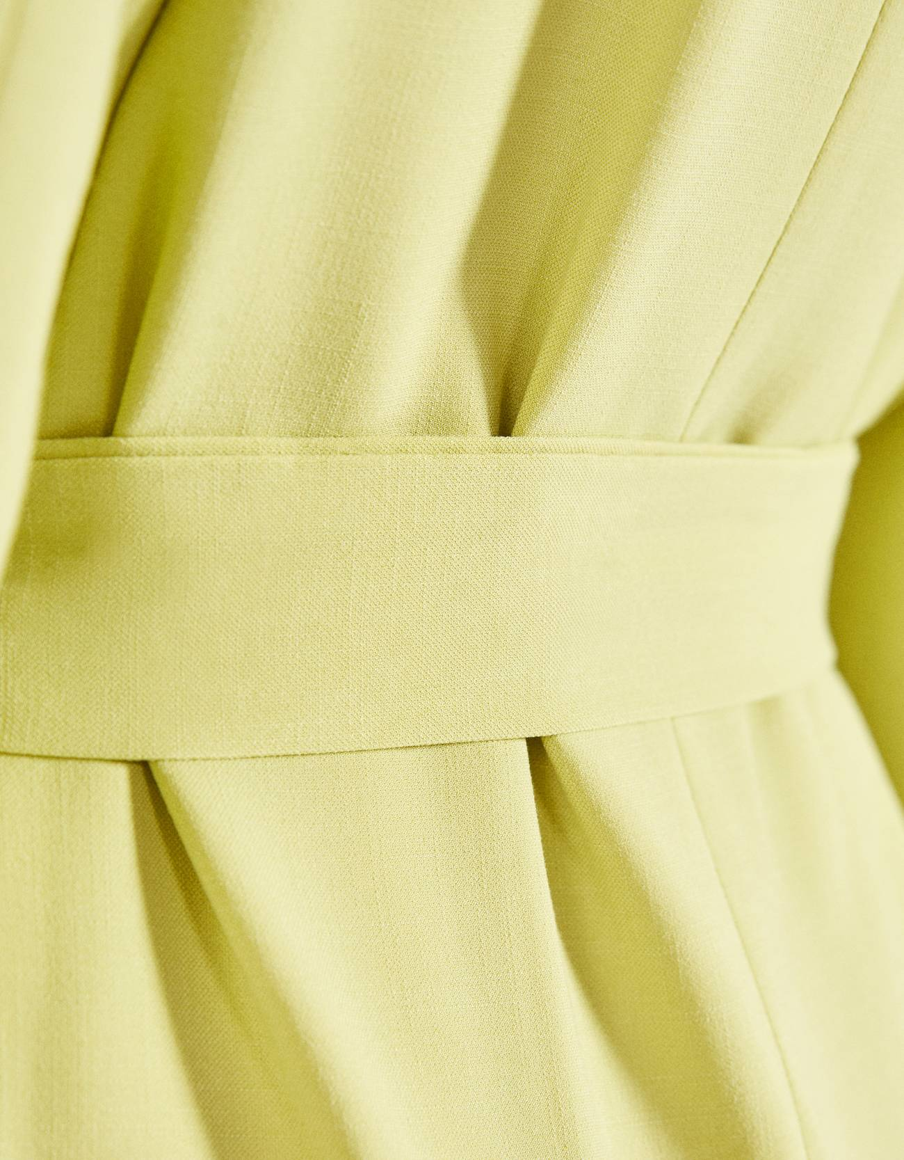 Пиджак с поясом Зеленый Bershka