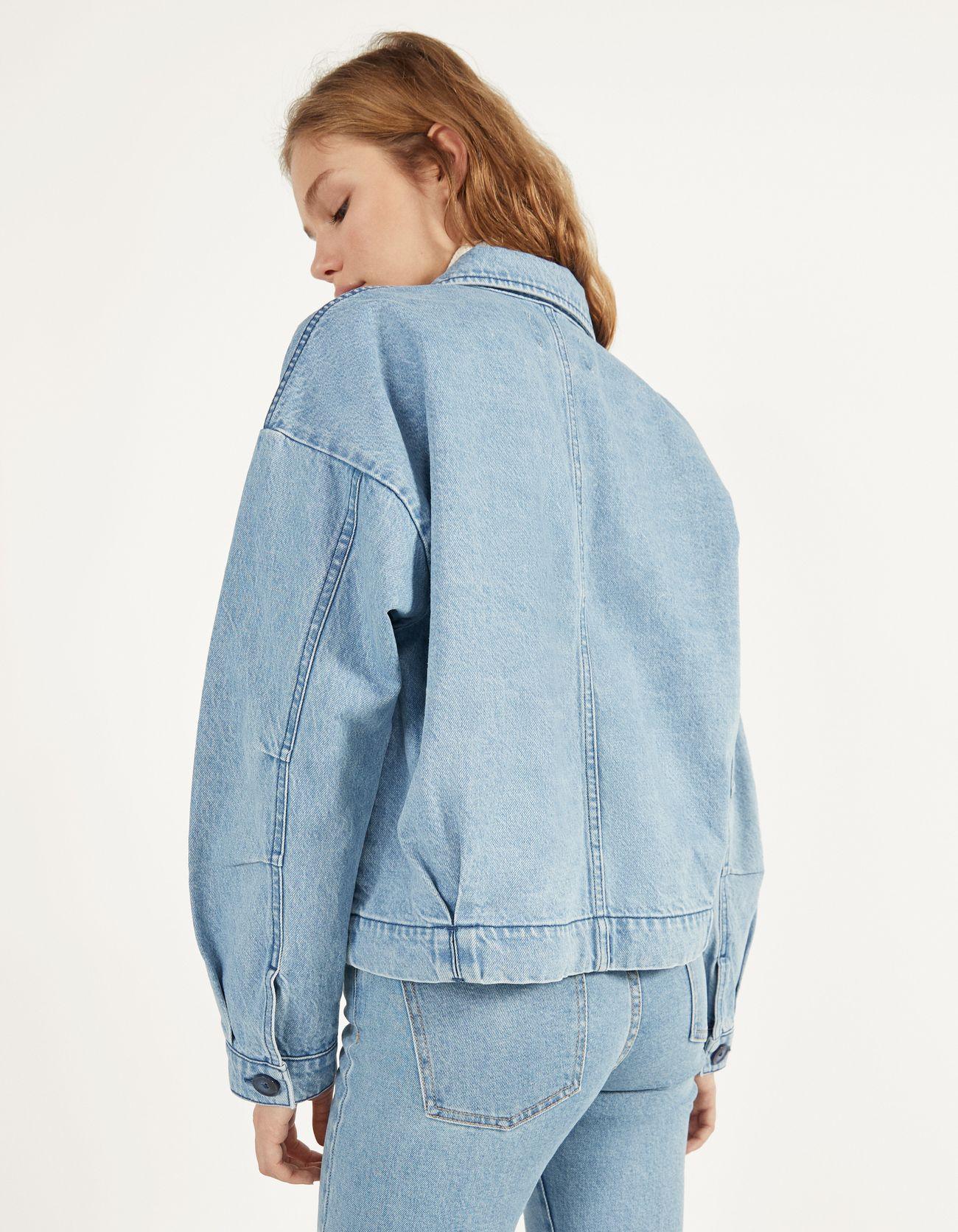 Джинсовая куртка с пуговицами Синий застиранный Bershka
