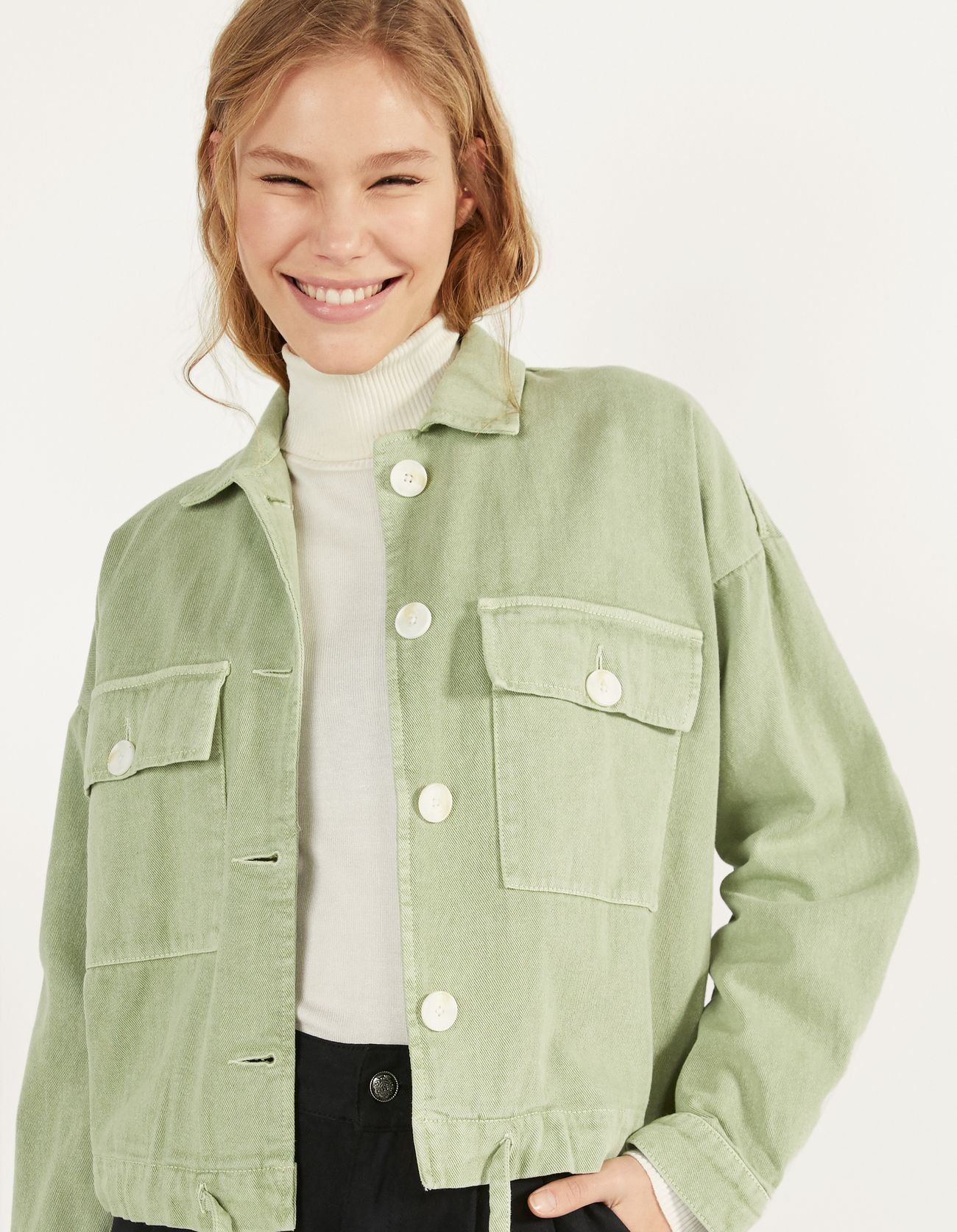 Джинсовая куртка с пуговицами ХАКИ Bershka
