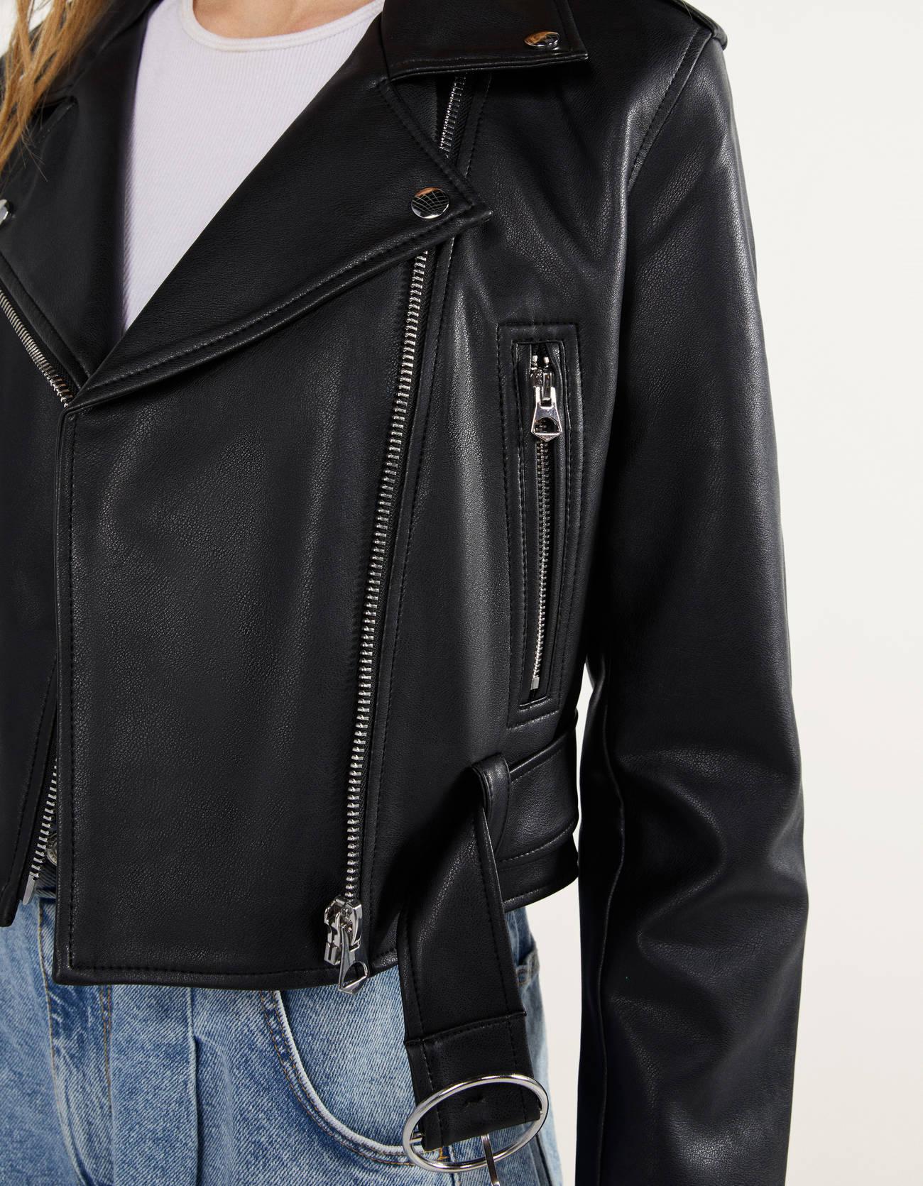 Куртка в байкерском стиле, из искусственной кожи ЧЕРНЫЙ Bershka