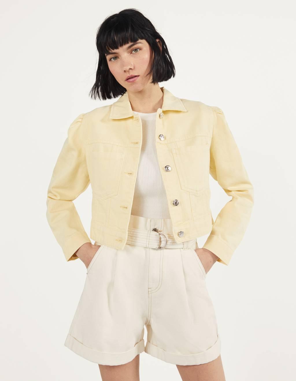 Укороченная куртка с объемными рукавами