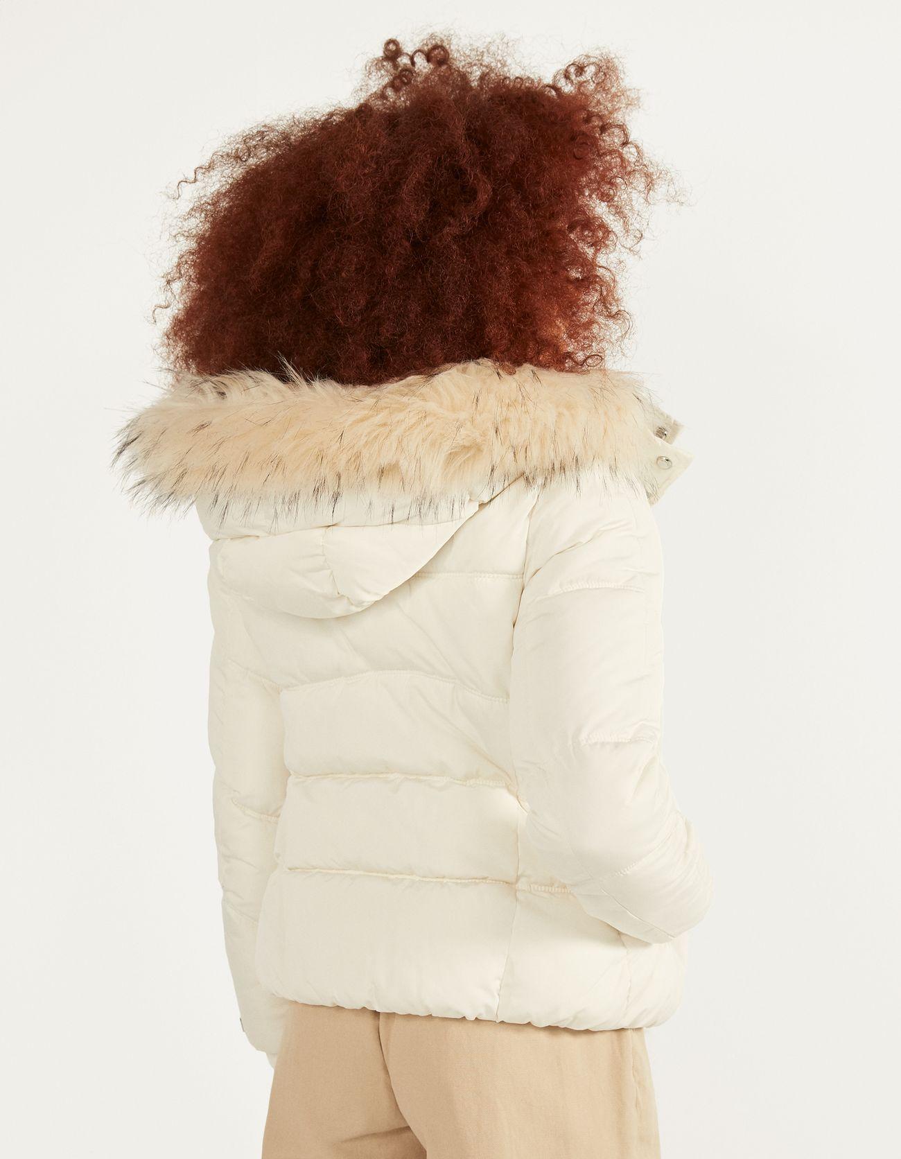 Дутая куртка с капюшоном Бежевый Bershka